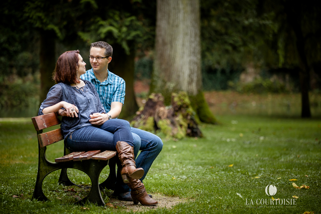 photo de couple sur un banc en bourgogne